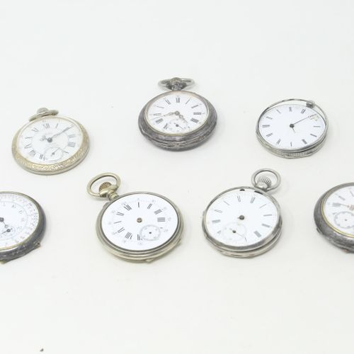 Lot de sept débris de montres de gousset comprenant :   2 montres de gousset en …