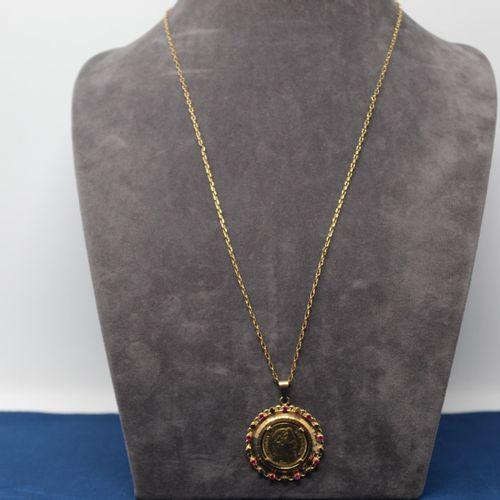 Pièce en or de 20 francs Napoléon III tête laurée. (1864 A)  Montée en pendentif…