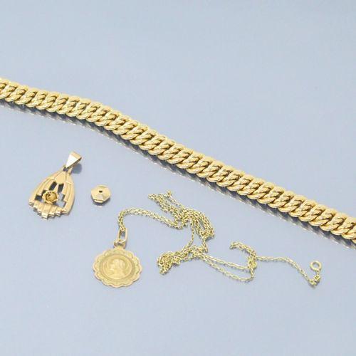 Lot d'or jaune 18k (750) composé d'un bracelet, d'une chaine, d'un médaillon, d'…