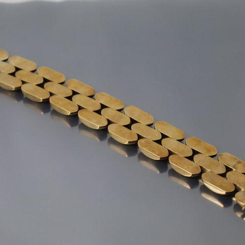 Bracelet en or jaune matifié 14k (585)  Tour de cou : 20 cm. Poids : 49.56 g.