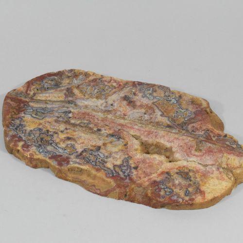 Tranche de LITHOPHYSE bien cristallisée  Dim. : 31 x 17.5 x 1.5 cm.