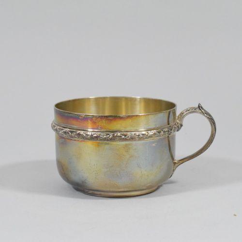 Tasse à chocolat en argent (Minerve) à décor d'une frise de laurier.  Poids : 20…