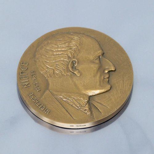 Médaille en bronze  Avers en rond de bosse : profil droit de Nicephore NIEPCE 17…
