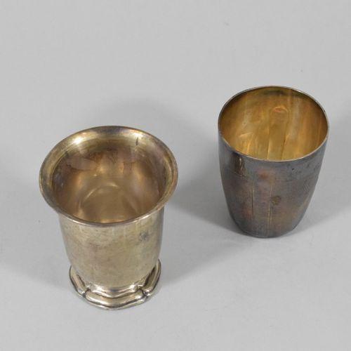 Deux timbales en argent (Minerve) :   l'une sur piédouche chantourné, poinçon d'…