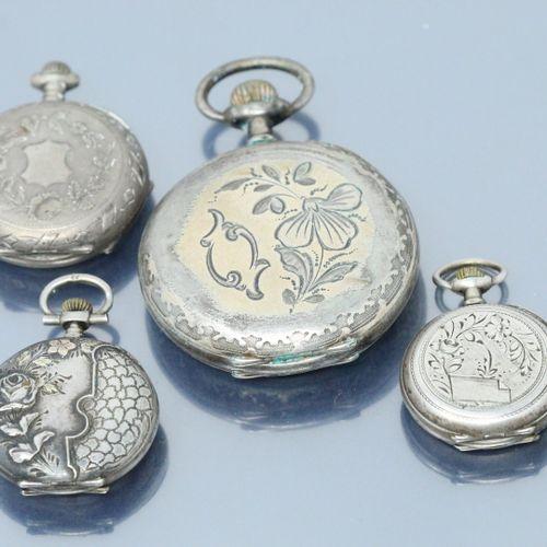 Lot de trois montres de col en argent, cadran à fond blanc, chiffres romains pou…