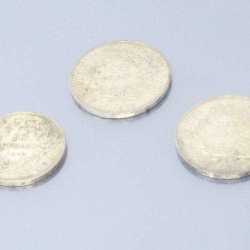 Lot de pièces en argent composé de:   2 x 50 francs (1974;1977)   1 x 10 francs …