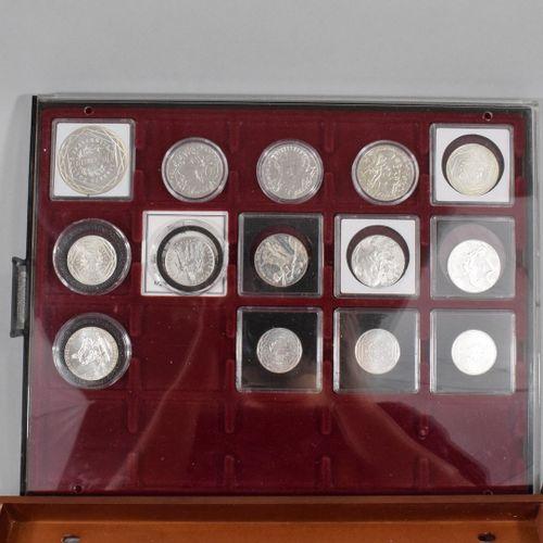 Ensemble de pièces euros en argent de type commémoratives :   50 € Semeuse 2010 …