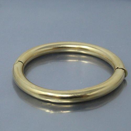 Bracelet jonc en or jaune 18k (750).  Poids brut : 25.96 g.  (Enfoncements)