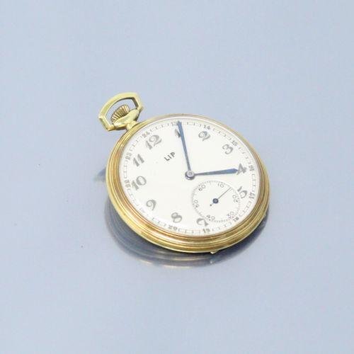 LIP  Montre de gousset en métal doré, cadran à fond crème et chiffres arabes. Tr…