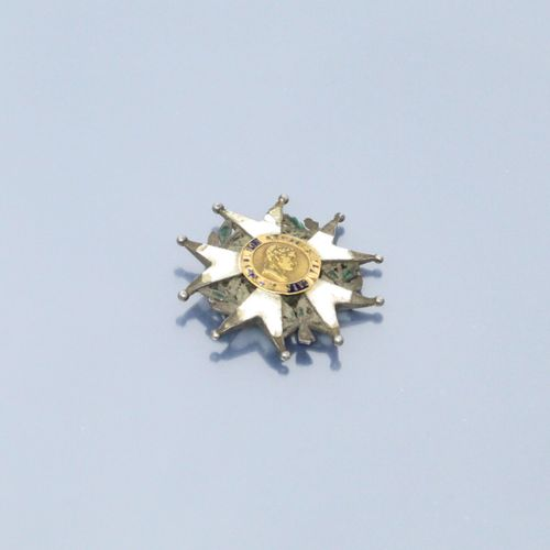 Débris : épave de Légion d'honneur Premier Empire en or et argent.  Poids brut :…