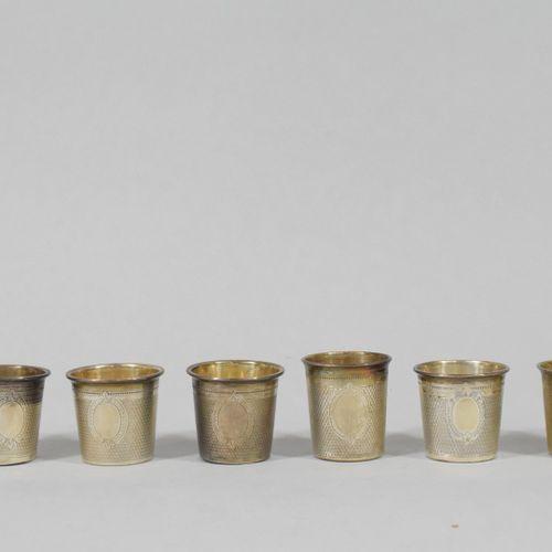 Six petites timbales en argent (Minerve) à décor guilloché, un cartouche aveugle…