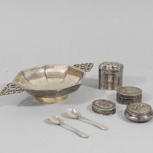 Lot of silverware including :   Four small boxes   Two small spoons.  Gross weig…