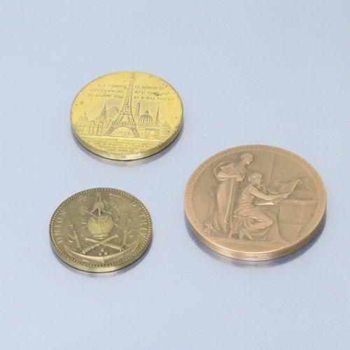 Trois médailles de table en bronze :  Association Générale des Hygiènistes et Te…