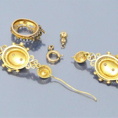 Débris d'or jaune 18k (750) : éléments de bijoux sertis de petites perles baroqu…