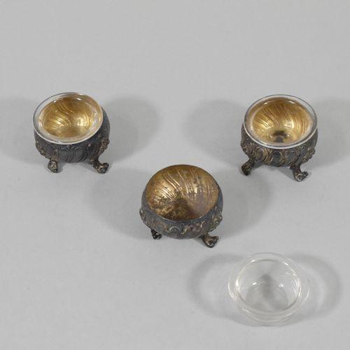 LENEUF Victor  Trois salerons tripodes en argent (Minerve) à décor Rocailles, ré…