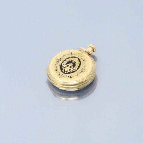 Montre gousset en or jaune 18k (750), cadran à fond blanc. Chiffres romains pour…