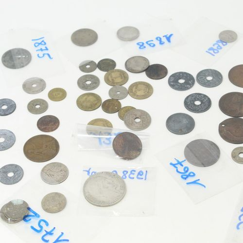 Lot d'une quarantaine de pièces majoritairement française datant du XVIIIe, XIXe…