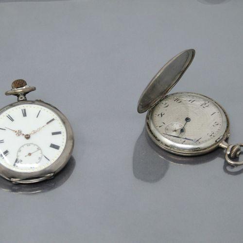 Lot de deux montres en argent, l'une de gousset, l'autre savonette.  (Accidents)…
