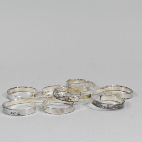 ERCUIS  Lot de deux dessous de plat en métal argenté.  Par ERCUIS.  (Désargentés…