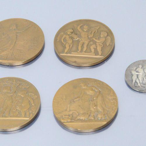 Quatre médailles de table en bronze offertes par Pierre Schneiter député de la M…