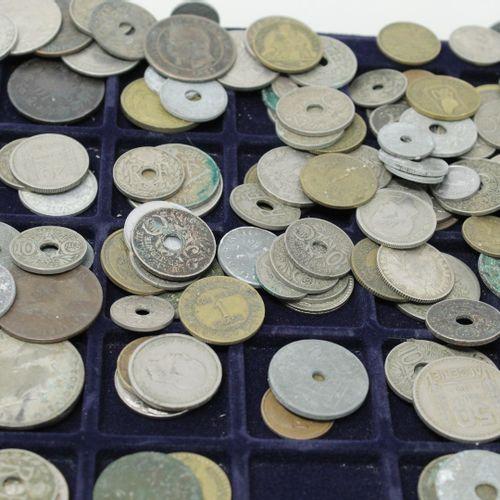 Important lot de pièces diverses françaises et étrangères .