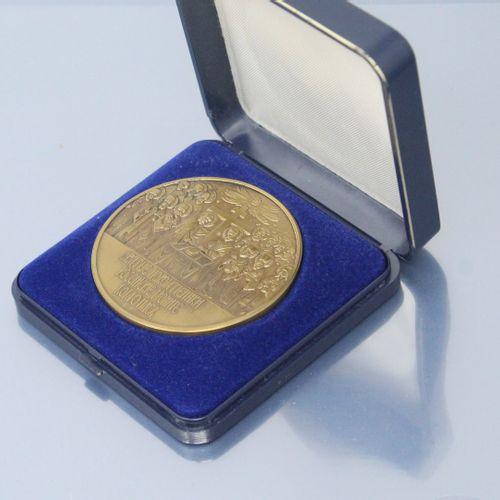 Médaille orthodoxe en bronze daté de 988 1988 dans son écrin.    Poids: 93,83 g.…