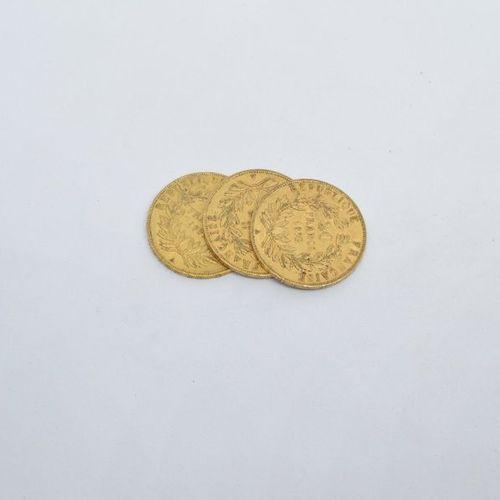 Ensemble de trois pièces en or de type Napoléon tête nue 1852 A.  Poids : 19,25 …