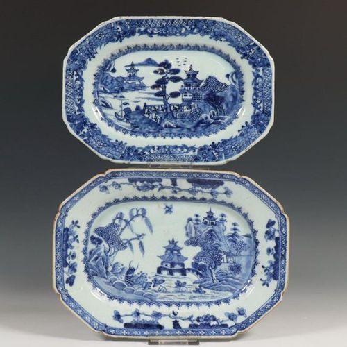 Chine, deux bols en porcelaine bleue et blanche, Qianlong, avec décor de lac de …