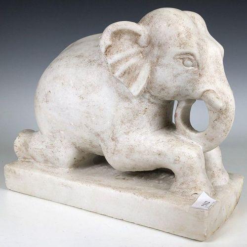 Sculpture en marbre d'un éléphant couché, h. 27, l. 33 cm. [1]