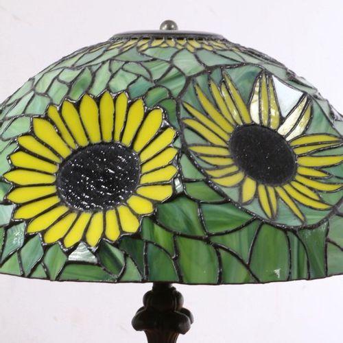 Lampe de table de style Tiffany, moderne ;, base en métal bronzé avec abat jour …