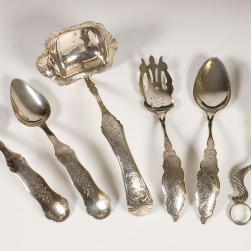 Slatang, soepopdienlepel en divers opdiencouverts, 19e eeuw, the tongs with lobe…