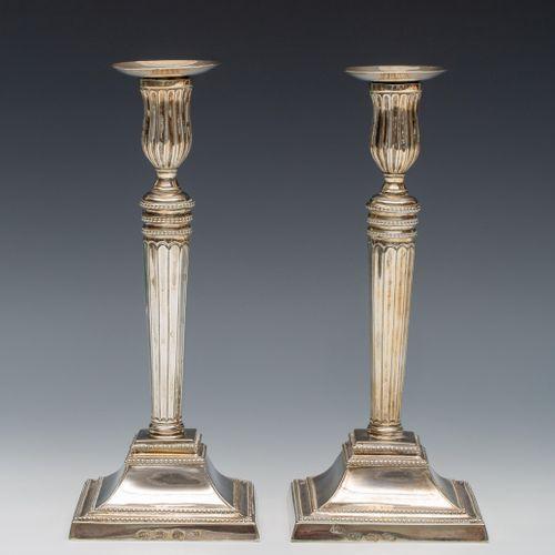 Paar kandelaars, Louis XVI, 's Gravenhage, tige conique élancée sur base droite …