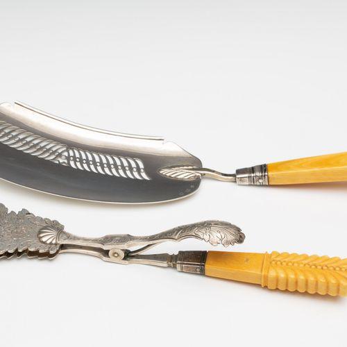 Visschep en een tang, 1e helft 19e eeuw, fishpoon with ivory grip, pierced decor…