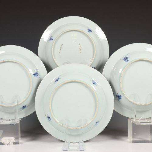 China, een set van vier blauw wit porseleinen diepe borden, Qianlong, decorated …