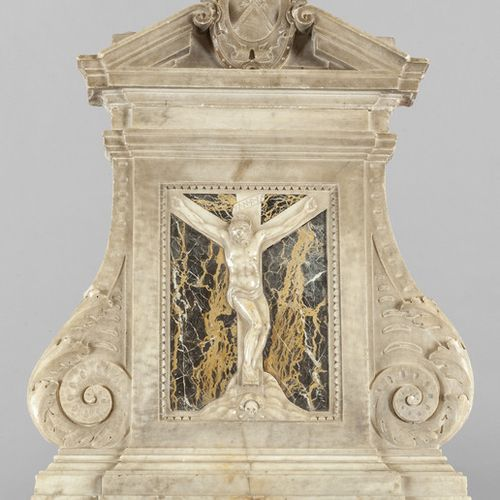 OGGETTISTICA Crucifixion bas relief in white Carrara marble on a background in b…