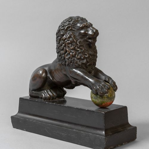 OGGETTISTICA Lion bronze sculpture with dark patina with ball and marble base 19…
