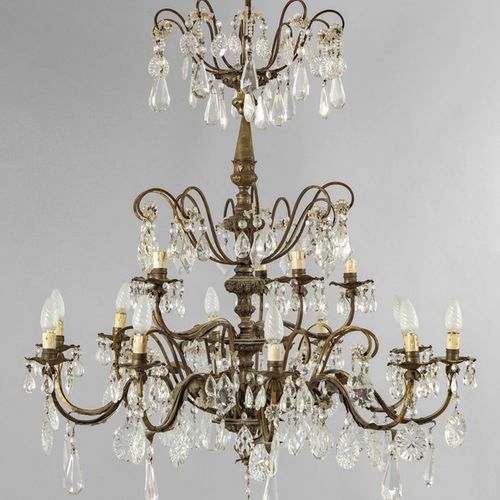 LAMPADARIO Lampadario a quindici luci in lamierino e cristalli fine sec.XIX diam…
