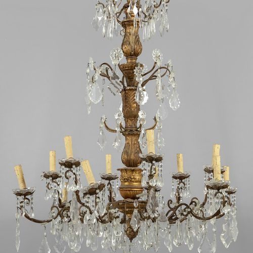 OGGETTISTICA Lampadario a 12 luci con fusto in legno dorato diam. Cm.100 x h. 12…