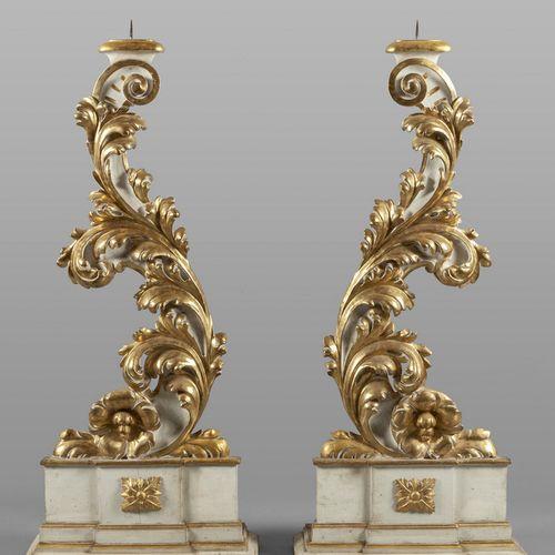 OGGETTISTICA Coppia di grandi torcere Luigi XIV in legno intagliato dorato e lac…