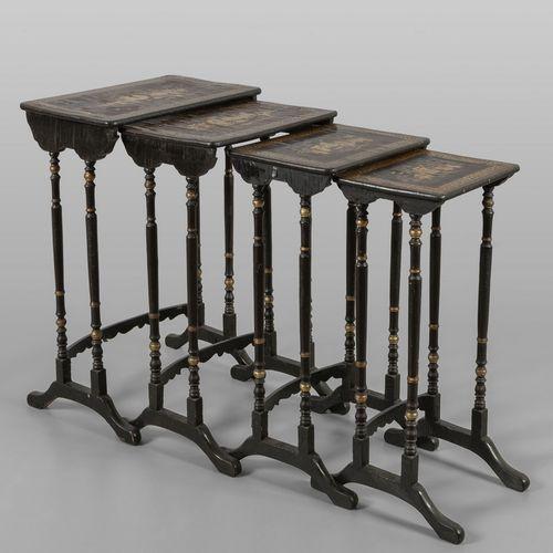 MOBILE Tavolino a nido composto da quattro elementi in legno laccato a cineserie…