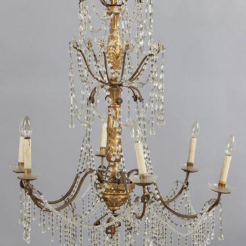 OGGETTISTICA Lampadario Luigi XVI con fusto in legno intagliato e dorato a sei l…