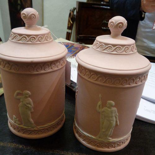 OGGETTISTICA Paire de vases cylindriques avec couvercle décorés de figures néocl…