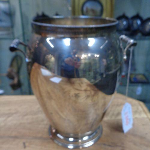 OGGETTISTICA Vase avec anses en argent h.Cm.23 gr.873