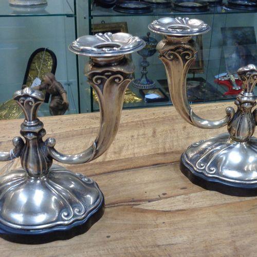 OGGETTISTICA OBJETS DE CADEAU ( ) Paire de chandeliers à deux bras en argent