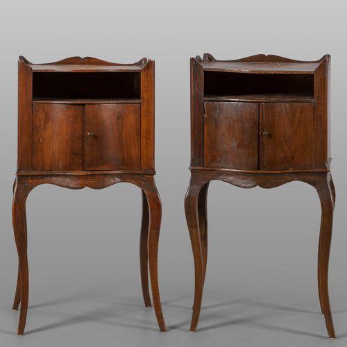 MOBILE Paire de tables de chevet de style Louis XIV en bois massif cm. 44x34 h. …