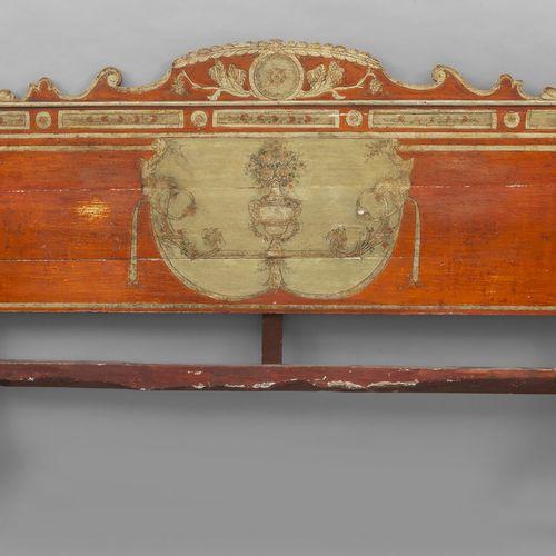 OGGETTISTICA Tête de lit en bois laqué rouge et or cm. 180x h. 138
