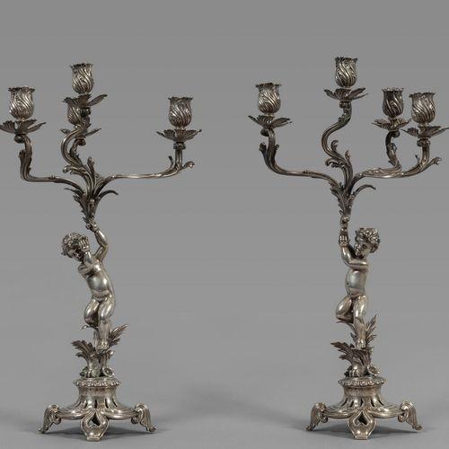 OGGETTISTICA Paire de chandeliers en argent à quatre lumières représentant des c…