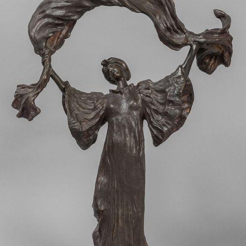 OGGETTISTICA Jeune femme avec drapé Liberty sculpture en bronze début XX siècle …