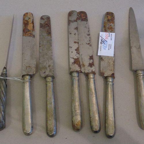 OGGETTISTICA OBJETS DE CADEAU ( ) Vingt six couteaux anciens, dont cinq avec le …