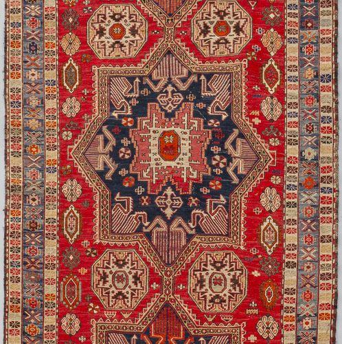 TAPPETO Tapis caucasien avec médaillon central cm. 118x182